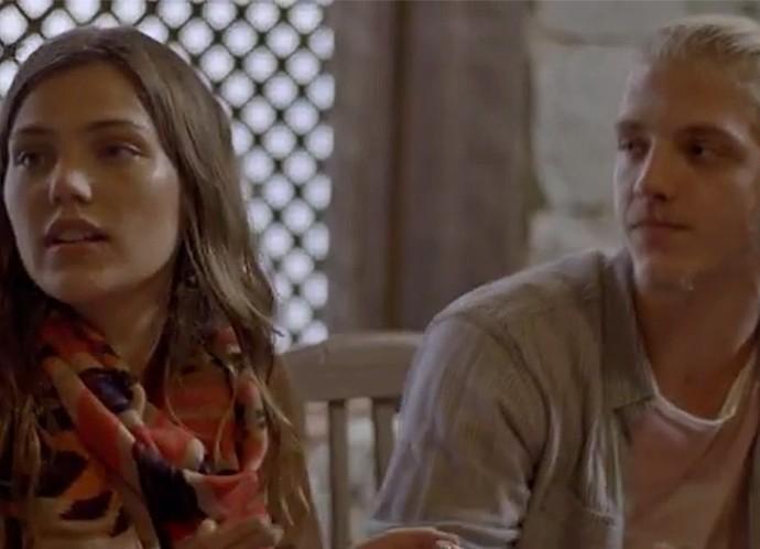Alina fica sem graça com a situação! (Foto: TV Globo)