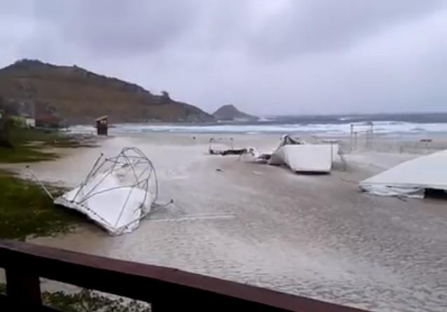 vento derruba estrutura de maratona que aconteceu em arraial (Foto: Vinícius Pereira)
