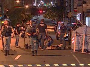 Partes do corpo de um homem foram encontradas em um contêiner de lixo em Porto Alegre (Foto: Reprodução/RBS TV)