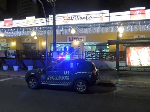 Crime aconteceu na Avenida Engenheiro Roberto Freire, em Ponta Negra (Foto: Felipe Gibson/G1)