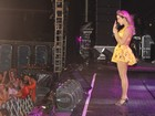 De pernas de fora, Claudia Leitte se apresenta em Belém