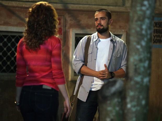 Vicente provoca Cristina e diz que fez jantar especial para Clara (Foto: Pedro Curi/Gshow)