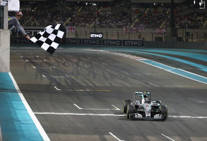 Nico Rosberg celebra vitória no GP de Abu Dhabi (Foto: Getty Images)