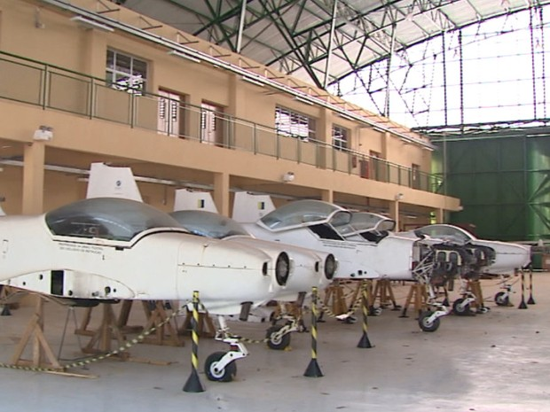 Aviões e equipamentos de laboratórios estão parados  (Foto: Marlon Tavoni/EPTV)