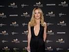 Kate Hudson aposta em decote vertiginoso para ir a boate nos EUA