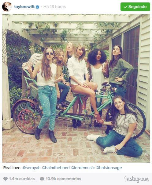 Taylor Swift posa com amigas da banda Haim, Serayah,  Halston Sage e Lorde (Foto: Instagram / Reprodução)
