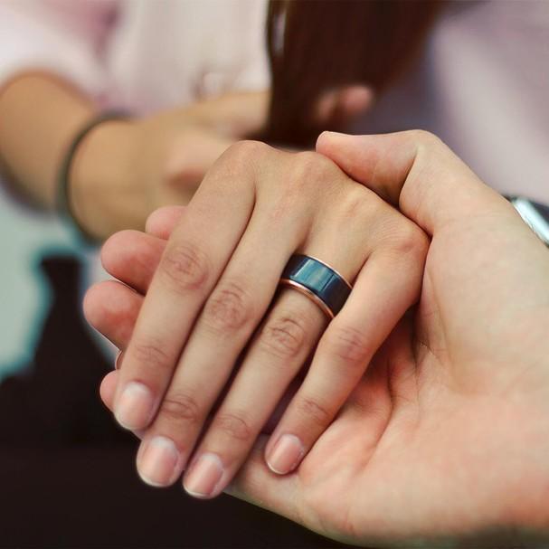 O anel, de aço inoxidável, funciona à base de Bluetooth  (Foto: Divulgação)