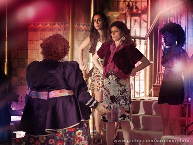Risoleta tenta impedir a corpulenta (Foto: TV Globo/Saramandaia)