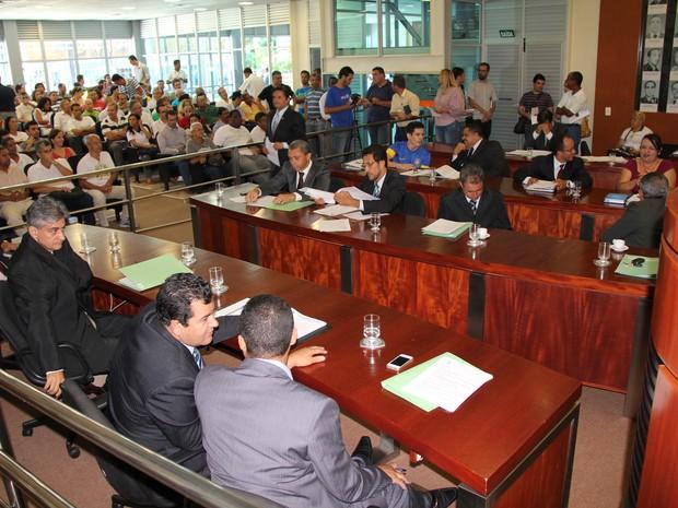 Plenário da Câmara de Ipatinga  esteva lotado na primeira reunião ordinária do ano.  (Foto: Patrícia Belo/G1)