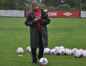 Arthur Bernardes treina o elenco sub-23 do Atlético-PR (Foto: Bruno Baggio / Site oficial do Atlético-PR)