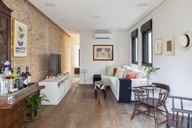 Casa estreita ganha luz natural e decora o moderna casa for Casa moderna rustica