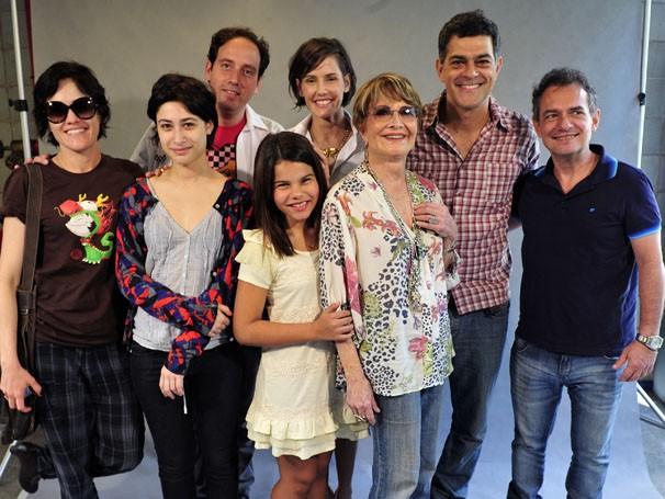 Elenco e diretores posam para a foto na coletiva de Louco Por Elas (Foto: Rede Globo/Alex Carvalho )