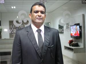 Pimenta de Rondônia participa de debate ao vivo na TV Rondônia (Foto: Gaia Quiquiô/G1)