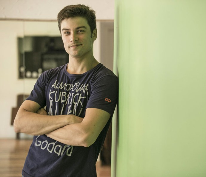 Raphael Sander participa de aula de dança de salão (Foto: Raphael Dias/Gshow)
