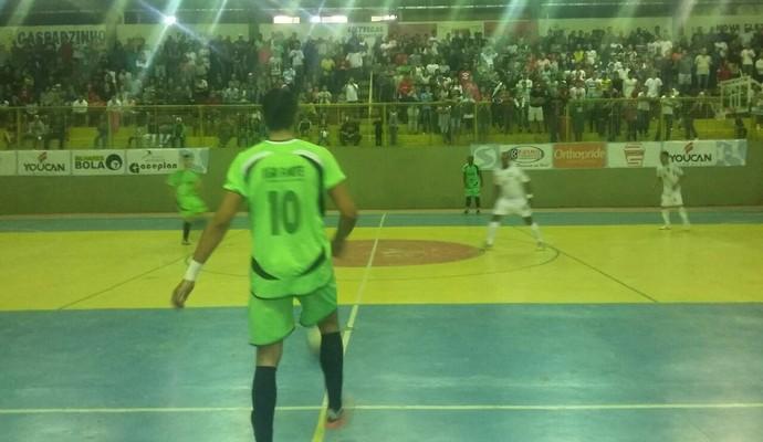 Paty do Alferes e Mendes jogam no Ginásio Municipal de Paty (Foto: Cibele Moreira/TV Rio Sul)