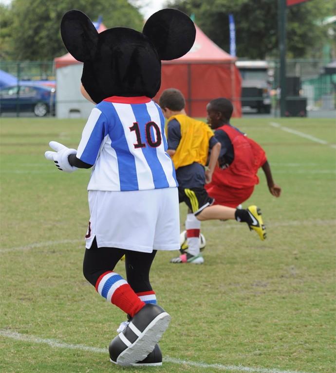 Os personagens também estão presentes nos jogos, trazendo mais diversão às crianças (Foto: Walt Disney World)
