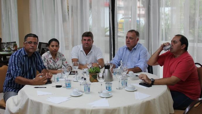 """Reunião dos clubes """"excluídos"""" da seletiva (Foto: Gabriel Mansur)"""