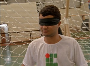 Felipe Mota agora partcipa das aulas de educação física (Foto: Reprodução/TV Anhanguera)