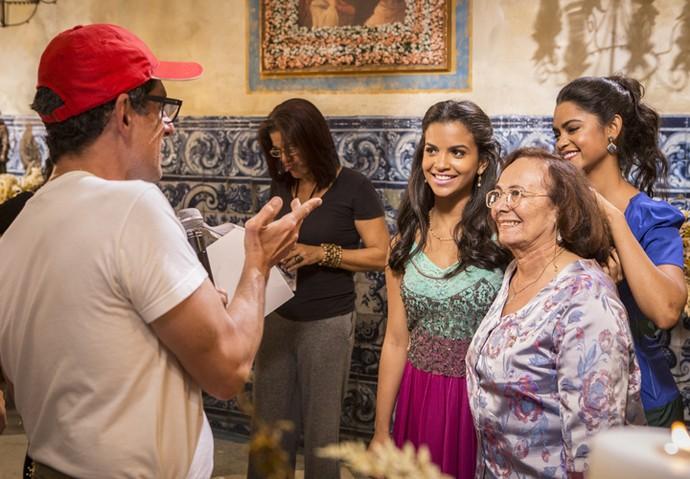 O diretor Karnewale ensaia com Rayza Alcântara, Zezita Matos e Lucy Alves (Foto: Felipe Monteiro/Gshow)