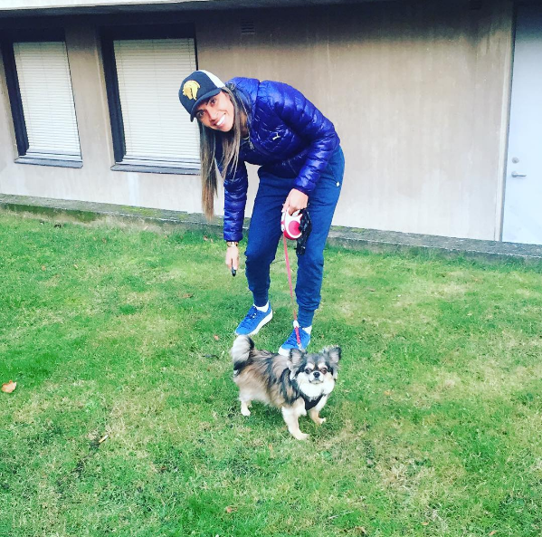 Marta com seu cachorro de estimação