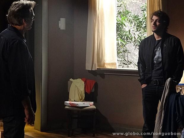 Fabinho fica passado com a visita inesperda de Plínio (Foto: Sangue Bom/TV Globo)