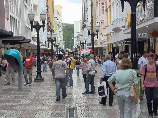 Calçadão da Rua Halfeld, centro comercial de Juiz de Fora  (Foto: Reprodução TV)