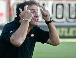 Cuca se irrita com várias chances perdidas (Foto: Bruno Cantini / Site Oficial do Atlético-MG)