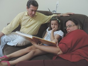 Mariana com os pais Liete e Nelson (Foto: Alan Schneider/G1)