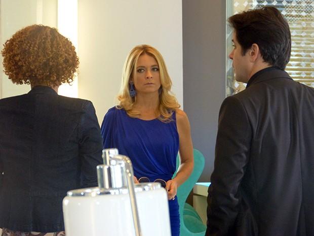 pamela chega para coletiva e bate de frente com Verônica  (Foto: Geração Brasil / TV Globo)