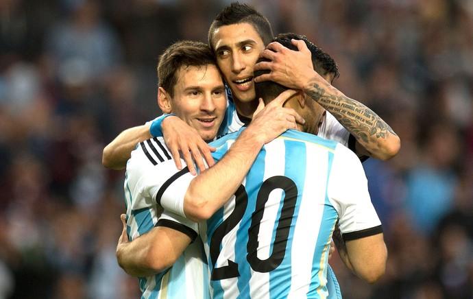 Messi, Di Maria e Aguero comemoração Argentina contra a Eslovênia  (Foto: Agência AP )