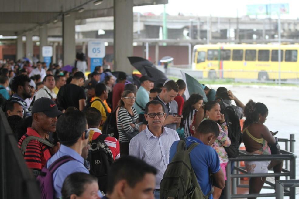 Paralisação de rodoviários causou lotação de terminais no Grande Recife (Foto: Marlon Costa/Pernambuco Press)