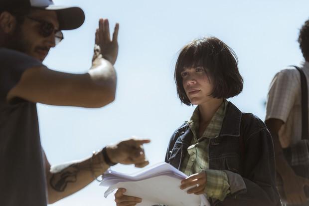 Carla Salle sendo dirigida em uma gravação da supersérie Os Dias Eram Assim (Foto: Globo/Mauricio Fidalgo )