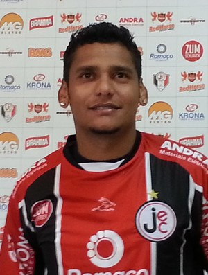 Wellington Bruno joinville meia apresentado (Foto: Karen Couto / RBSTV)