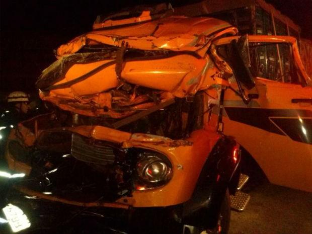 Acidente entre caminhões deixa dois feridos na SP-75 em Itu (Foto: Fernando Bellon/ TV TEM)