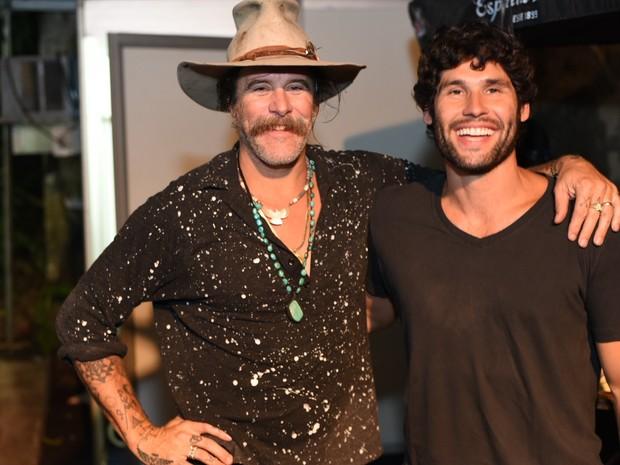 Donavon Frankenreiter e Dudu Azevedo em show na Zona Norte do Rio (Foto: Ari Kaye/ Divulgação)