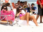 Nicole Bahls curte segunda-feira na praia