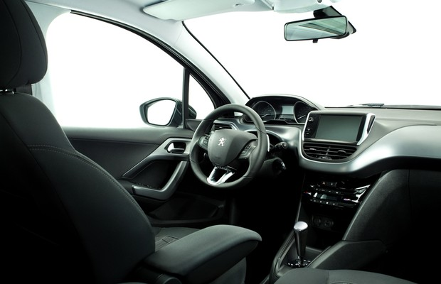 Peugeot 208 ganha motor 1 2 tricil ndrico e vers o gt com for Peugeot 208 interior 2017