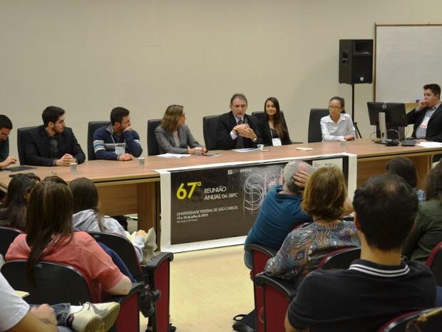 Evento na UFSCar reuniu ex-bolsistas, professores e representantes das agências (Foto: Stefhanie Piovezan/G1)