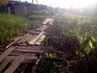 Moradores reclamam de condições de ponte em área alagada no AP