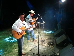 Além participarem como jurados, Carlos Ney e João Pedro Filho cantaram na festa. (Foto: Valdivan Veloso/G1)