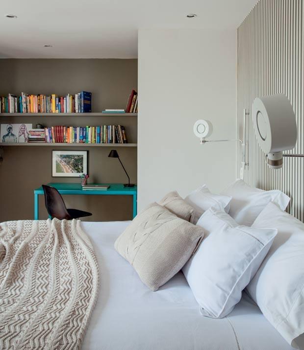 quarto-cama-travesseiro-estante-escritorio-bancada-de-trabalho-prateleira (Foto:   Marco Antonio/Editora Globo)