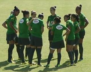 Seleção Brasileira Feminina Sub-20 de Futebol treina em Pinheiral (Foto: Reprodução RJTV 1ª Edição)