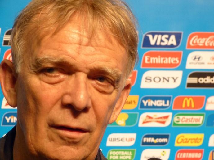 Volker Finke, técnico Camarões, seminário FIFA copa do mundo (Foto: Vicente Seda)