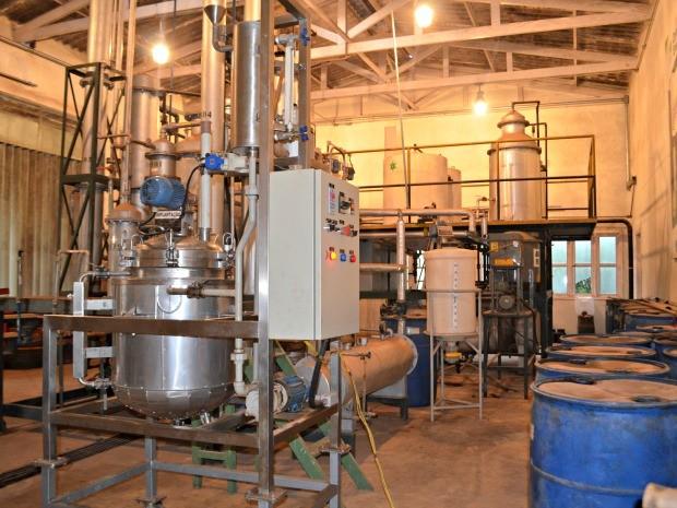 Funtac quer fazer concessão de maquinário utilizado na produção do biocombustível (Foto: Caio Fulgêncio/G1)