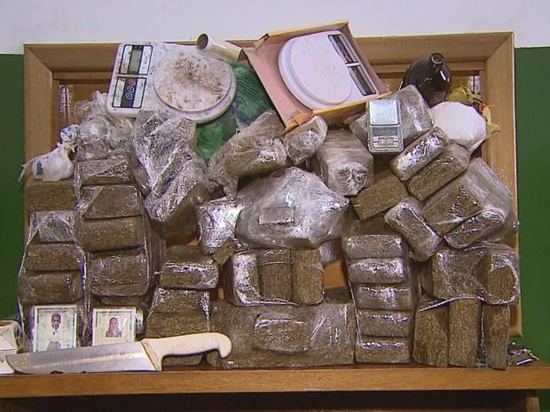 Ao todo, 52 quilos da droga foram apreendidos em Ribeirão Preto, SP (Foto: Reprodução/EPTV)