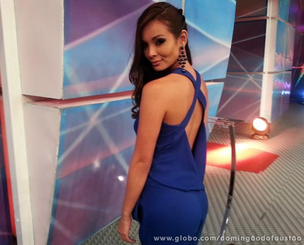 Carol Nakamura falou sobre ciúme no programa (Foto: Domingão do Faustão / TV Globo)