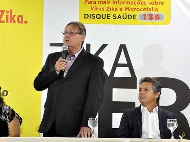 Secretário de Educação de Cuiabá, Gilberto Figueiredo, e o prefeito de Cuiabá, Mauro Mendes. (Foto: Denise Soares/G1)