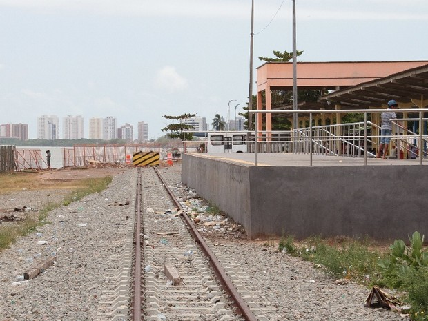 Trilho de projeto de instalação do VLT abandonado em terminal de São Luís (Foto: Fabrício Cunha / O Estado)