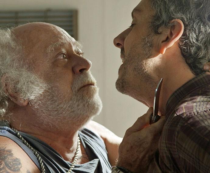 A briga fica feia entre os dois (Foto: TV Globo)