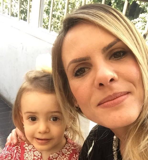 Thais e a filha Luiza (Foto: Divulgação)